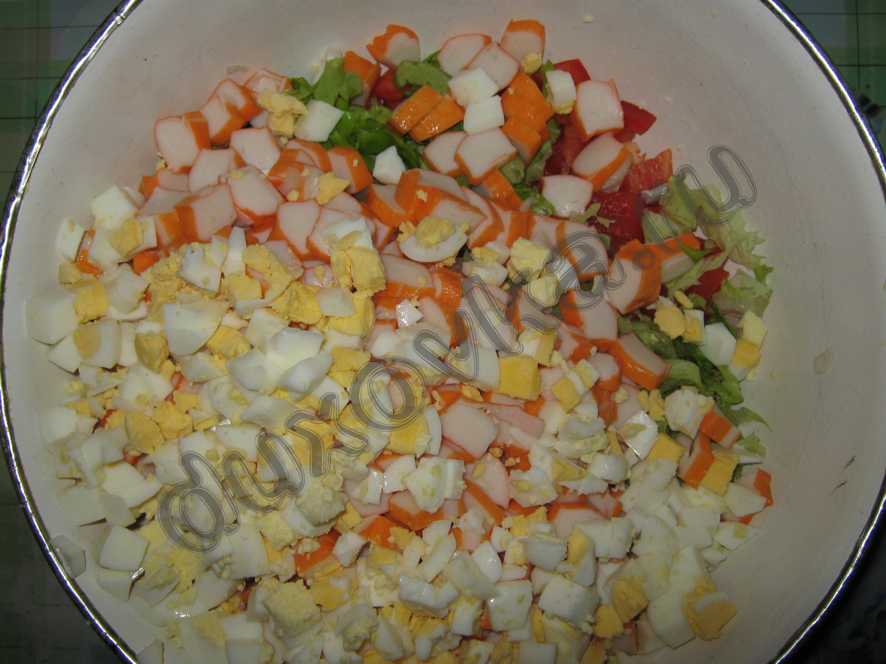 рецепт красный салат с крабовых палочек