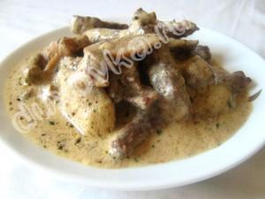 Фото: Мясо с шампиньонами и сметаной