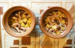Картошка с грибами в горшочке-7