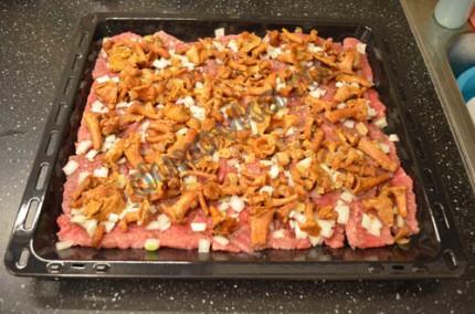 Мясо с грибами и сыром в духовке - рецепт с пошаговыми фото