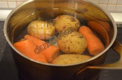 Фото: Шаг 1: отварить овощи