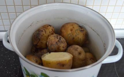 Фото: Шаг 1: отварить картофель