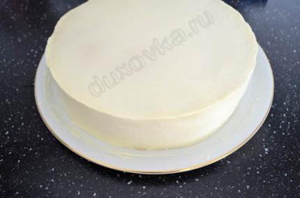 Фото: Шаг 8: Выровнять торт с помощью ганаша и убрать в холодильник для застывания