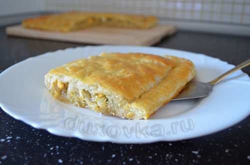 пирог с капустой и яйцом из слоеного теста рецепт с фото