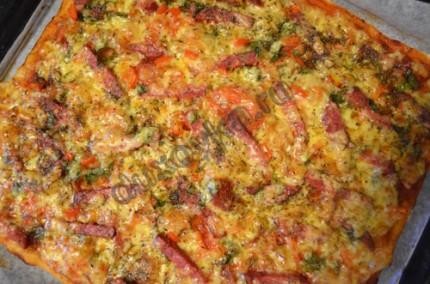 Фото: Шаг 5: По аналогии приготовить вторую пиццу и подавать горячей