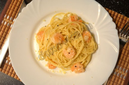Фото: Спагетти с креветками в сливочно-чесночном соусе