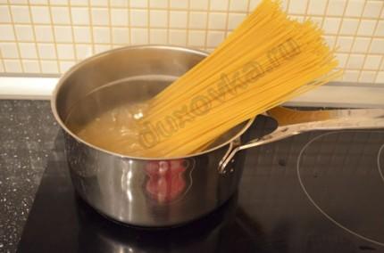 Фото: Шаг 5: Отварить спагетти
