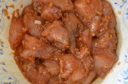 Фото: Шаг 3: Оставить куриное филе мариноваться на 20 минут